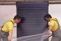 Montáž solárního systému na střechu rodinného domu